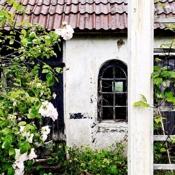Drömbageri Komstad, lite skruttigt hus, klätterros