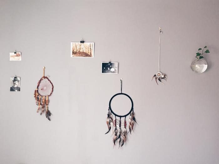 Home stories drömfångare och bilder på vägg