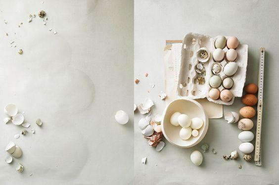 Påskdekorationer med urblåsta ägg